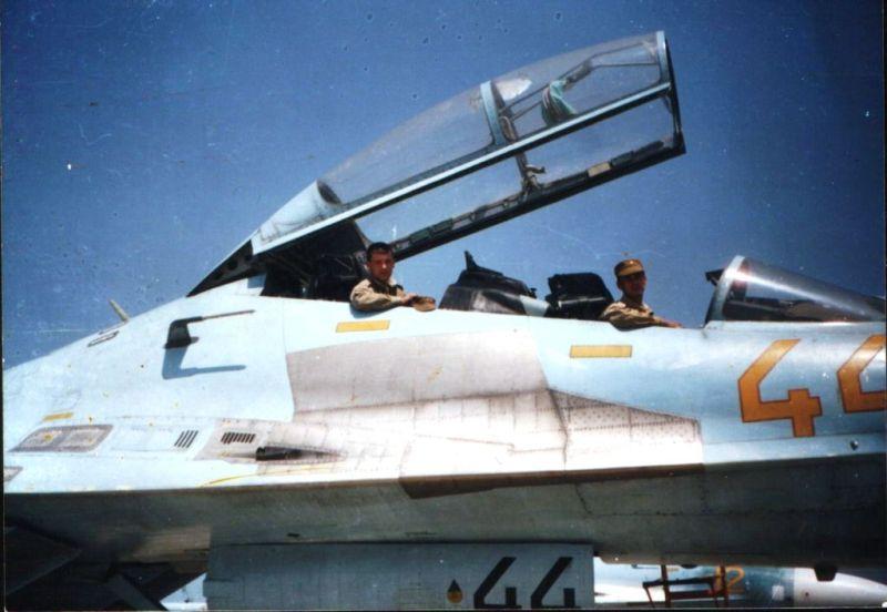 Б/н на створке шасси у Су-27 видеть еще не приходилось! :o. Заголовок: Re: Камуфляж и символика строевых Су-27...